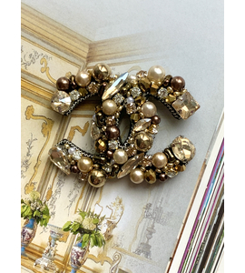 CC logo brooch in gold colour