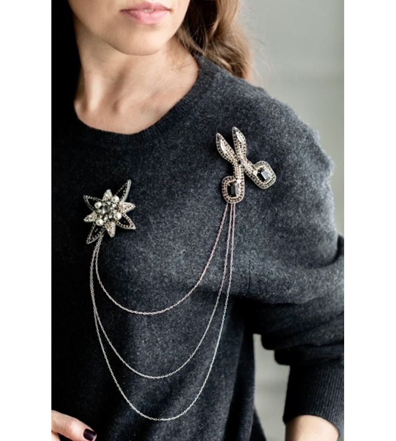 STAR brooch in black colour